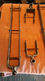 Double strap field gate hinges