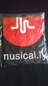 Selling 'musical.ly T-shirt