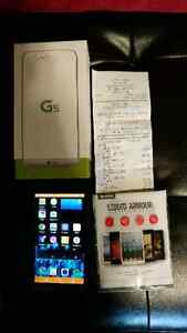 LG G5 like new. Purchaced September 28th 2016. Unlocked. With ca