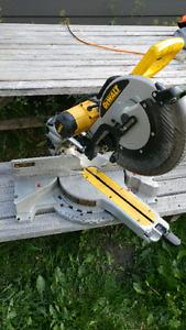 DEWALT  12-inch Double Bevel Sliding Compound Miter Saw