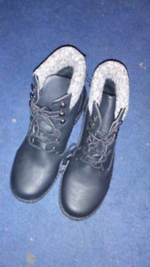 Brand new womens boots size 10