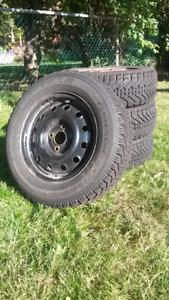 4 pneus d'hiver sur jantes (rim) Goodyear Nordic 185/65r14