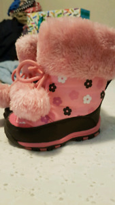 Winter boots size 4