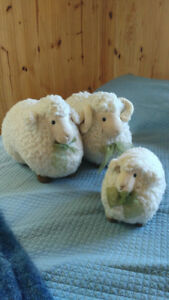 Ensemble de moutons en peluche