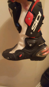 Motorcycle boots  need gone asap  40$