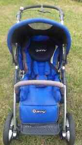 Quinny 4 XL Travel System - Stroller, Carseat, Base, and Mannual Peterborough Peterborough Area image 3