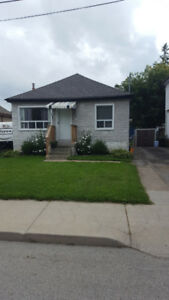 Charming Bungalow --- Hamilton Mount --- $1,900 (+ utilizes)