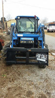 NEW HOLLAND 4X4 TRACTOR MODEL TN65D. STN472907 LOW HOURS