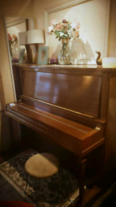 Piano a vendre good condition