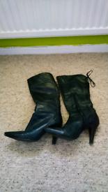 Womens Faith size 5 boots