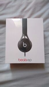 BEATS EP BLACK NEW IN BOX 85$ NOWW!!!!!