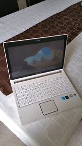 Samsung Q320 laptop white