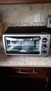 Black & Decker Toaster Oven - Used twice - Excellent Condition