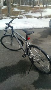 Raleigh Cadent 1 Hybrid in like new condition