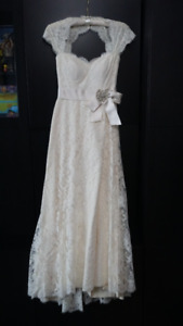 PALOMA BLANCA LACE WEDDING DRESS SIZE 0-4