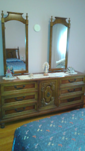 Bedroom Set - Vintage 70's - Queen Size Includes many items