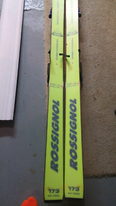 Downhill skis. Rossignal skis, salomon bindings.