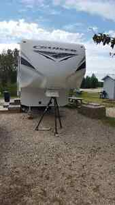 For Sale 2012 Cruiser Fifth Wheel Camper 35'