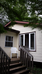 YEAR  ROUND CABIN  AND HOT TUB    SLEEPS 10 PETS  ALLOWED