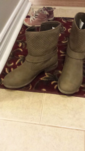 Beige ankle boots size 8