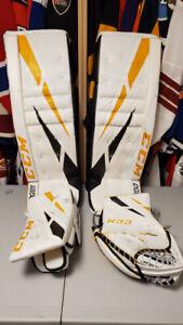 Goalie Pads Ccm 26   Buy or Sell Hockey Equipment in Ontario