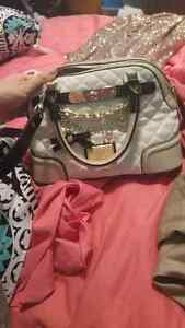 Guess purses for sale  Kawartha Lakes Peterborough Area image 1