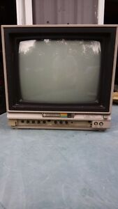 Commodore 1702 Video Display with Audio Working Well