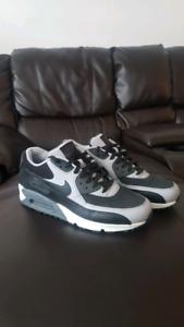 Size 10 Black/Grey Air Max 90s