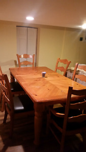 Full wooden dinning table with 6 chairs