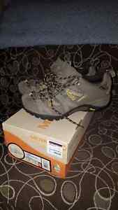 Merrell shoes size 8.5 (like new)