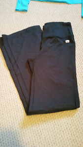 Size xs (fist size small) roots yoga pants