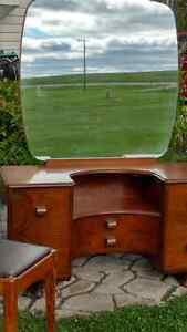 Beautiful vanity with mirror & bench