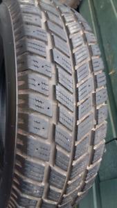 Quatre pneus d'hiver 235 75 15 Hankook pour Pick up