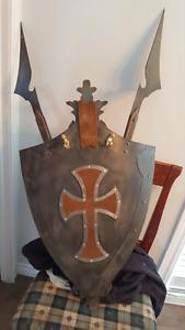 Bouclier décoratif médiéval et son épée