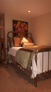 Central suite in heritage home, minutes from Queens and downtown Kingston Kingston Area image 3