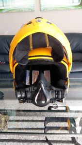 3 snow mobile helmets