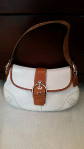 Authentic leather COACH medium size purse for women