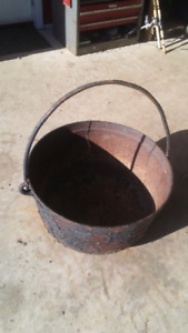 "24"" cast iron pot"