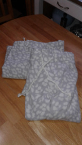 2 PAIRS OF LADIES OLD NAVY FLEECE PANTS