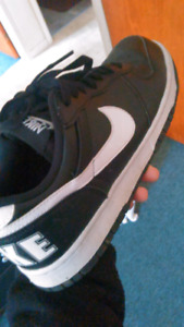 Black and white nike, low tops mens shoes