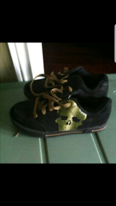 Brand new youth boys runners size 3