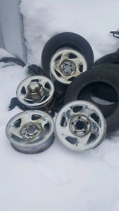 "16"" Dodge chrome rims with caps"