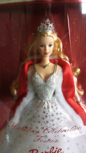 MINT CONDITION 2001 HOLIDAY BARBIE