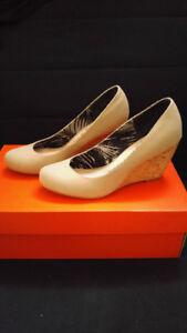 Chaussures beiges à talons en liège
