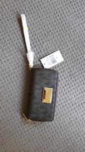 MICHAEL KORS Signature Jet Set Wallet