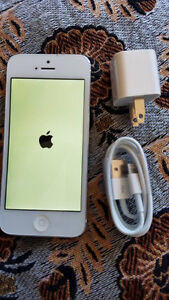 Iphone 5 64 Gigs Silver Roger/Chatr mint condition $250 only