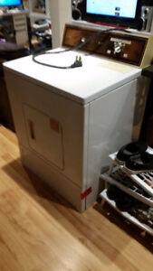 sèche-linge a vendre/dryer for sale