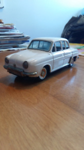 VINTAGE JAPANESE TIN FRICTION RENEAULT DAULPHINE CAR;
