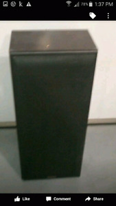 Set of two Technics Tower speakers excellent condition.