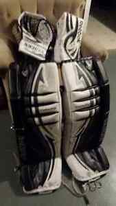 Goalie pads vaughn 34 +1 inch v4 velocity and blocker and traper